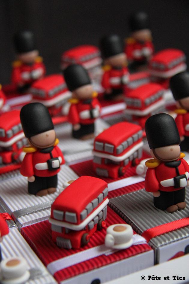 Boîtes à dragées gardes et bus à impériale thème Londres et Angleterre