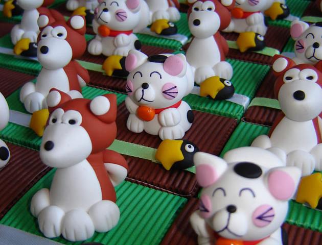 Boîtes à dragées chats Manekineko et chiens Akita