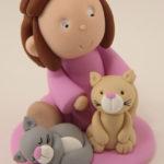Sujet pièce montée fille et ses chats