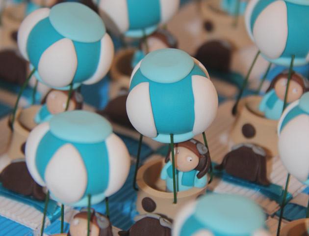 Boîtes à dragées montgolfières et leurs aérostiers