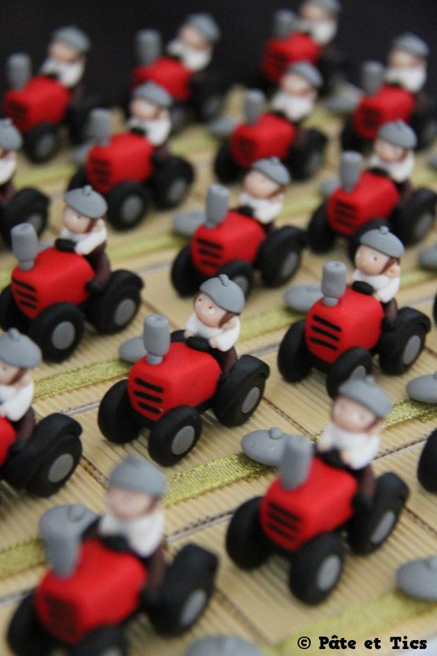 Boîtes à dragées paysans sur leurs tracteurs thème campagne