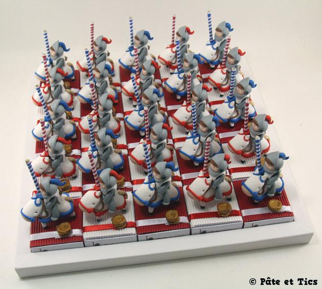 Boîtes à dragées chevaliers sur leurs chevaux de tournoi