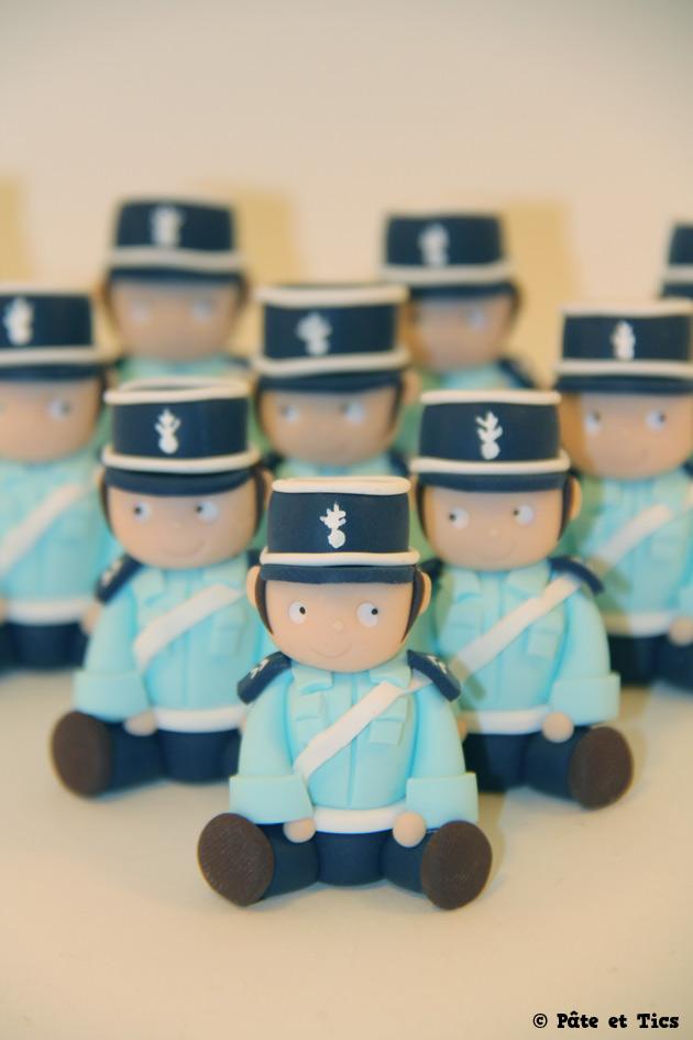Petits sujets figurines gendarmes