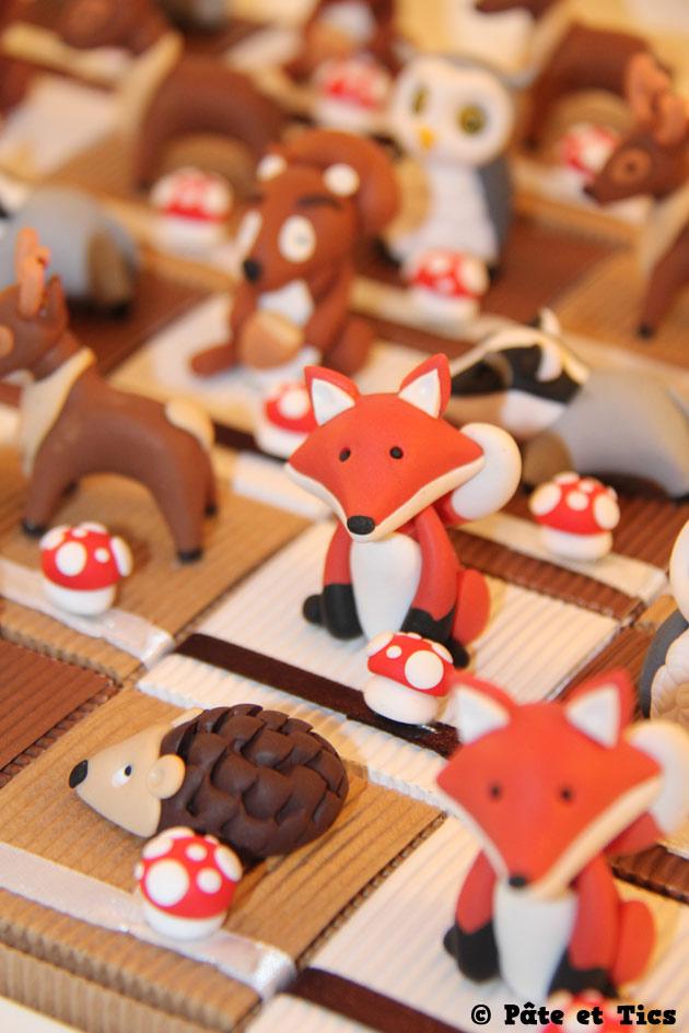 Boîtes à dragées animaux de la forêt avec renards, chouettes, hérissons, cerfs, blaireaux et écureuils
