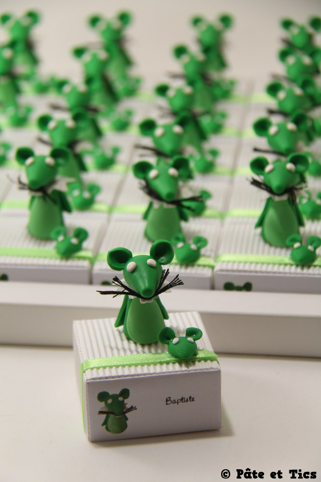 Boîtes à dragées mascottes souris pour une école