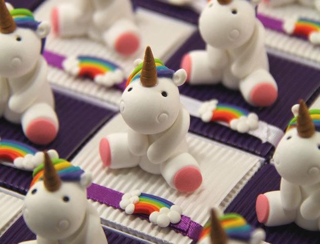 Boîtes à dragées licornes arc-en-ciel