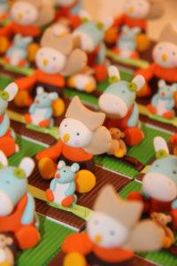 Boîtes à dragées peluches doudous biscotte pompon