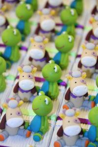Boîtes à dragées peluches doudous grenouilles vaches