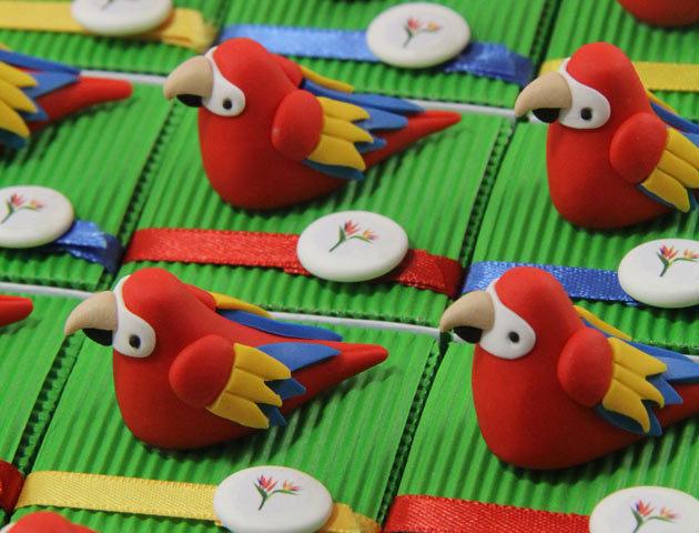 Boîtes à dragées perroquets thème oiseaux